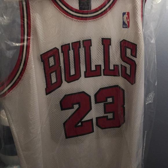online retailer 410dd d6cfd Chicago Bulls home jersey